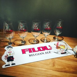 Set white bar runner + 6 glasses Filou