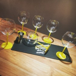 Set Schweppes glazen + barmat + cocktail jigger