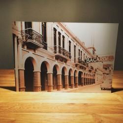 Plaque décorative Bacardi bakélite vintage