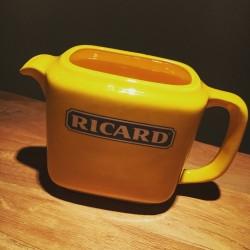 Cruche Ricard céramique rectangulaire jaune brillante